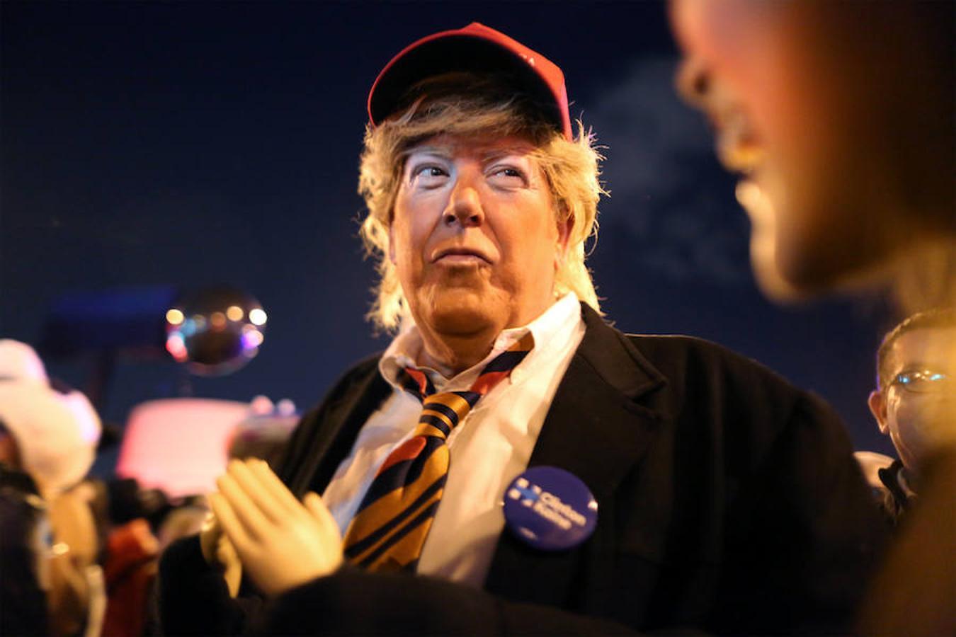 As se celebr la terror fica noche de halloween en todo el mundo - La casa de los disfraces sevilla montesierra ...