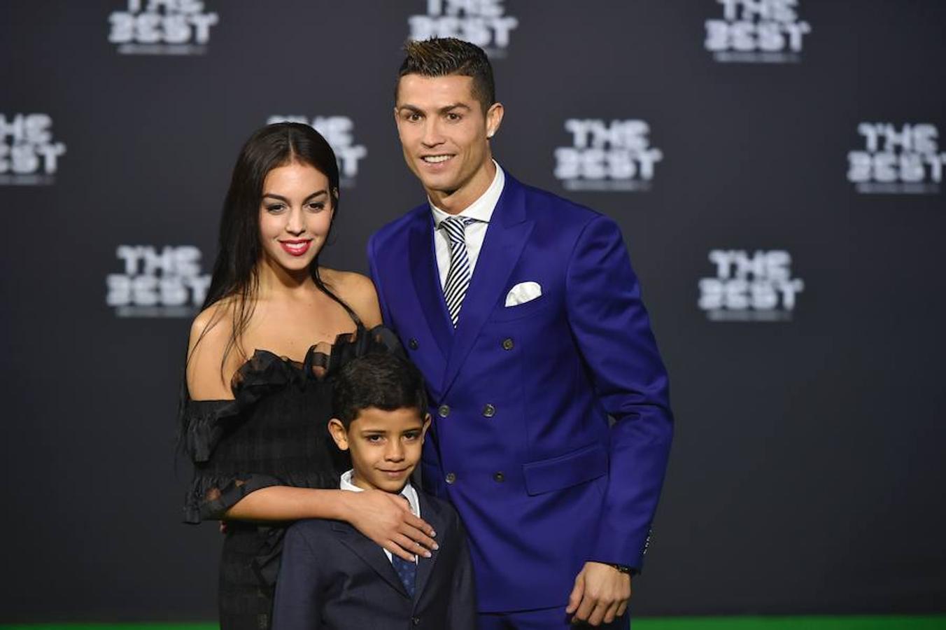 Cristiano Ronaldo junto a su hijo y su actual pareja, Georgina Rodríguez