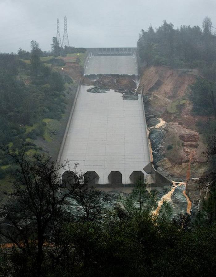 Rotura del aliviadero de emergencia de la presa