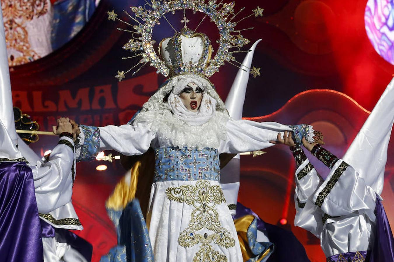 Drag Sethlas, con la fantasía «¡Mi cielo yo no hago milagros. Que sea lo que Dios quiera», ha ganado el concurso Drag del Carnaval de la Eterna Primavera, esta noche en el Parque de Santa Catalina de Las Palmas de Gran Canaria.