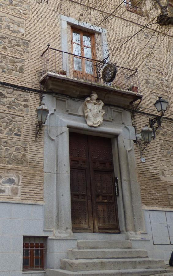 Fachada actual del antiguo Sanatorio Nuestra Señora del Carmen en la plaza de San Justo. FOTO Rafael del Cerro