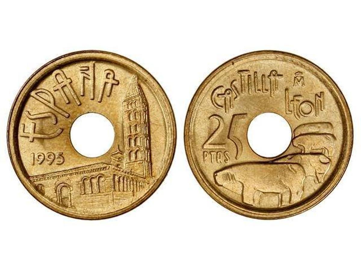 25 Pesetas 1995. Se trata de la mítica moneda de «cinco duros» con un agujero en su centro, dedicada cada año a una Comunidad Autónoma. Los coleccionistas pagan por ella unos 100 euros en la actualidad.