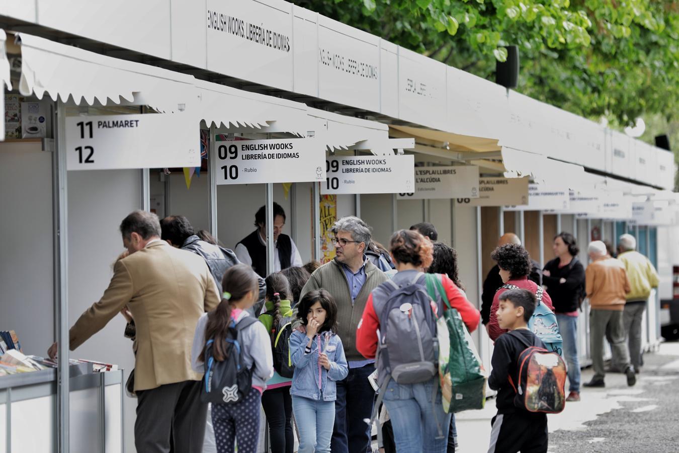 Valencia acoge la Feria del Libro en los Jardines de Viveros