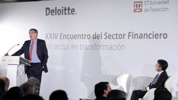 Sánchez Asiaín, consejero delegado de LBanco Popular y el socio de Deloitte Héctor Florez