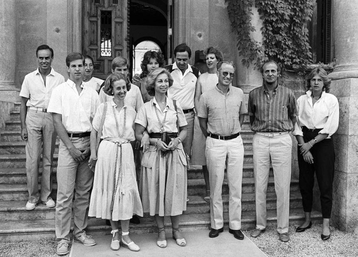 Los Reyes de España en 1984, con los de Bélgica (Balduino y Fabiola) y los de Grecia (Constantino y Ana María), con sus respectivos hijos