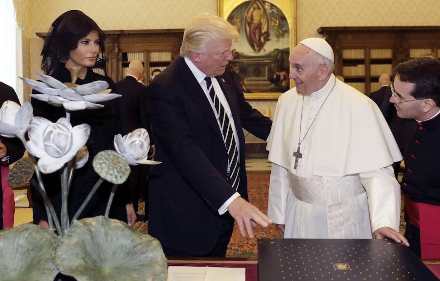 El presidente de Estados Unidos y el Papa Francisco dialogan