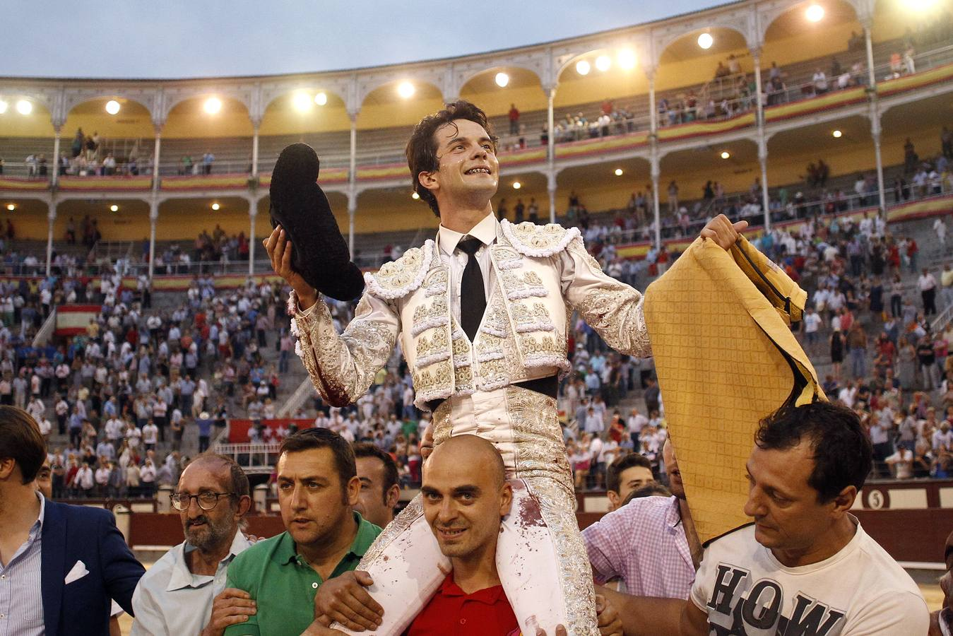 Resultado de imagen de Juan del Álamo a hombros en Madrid