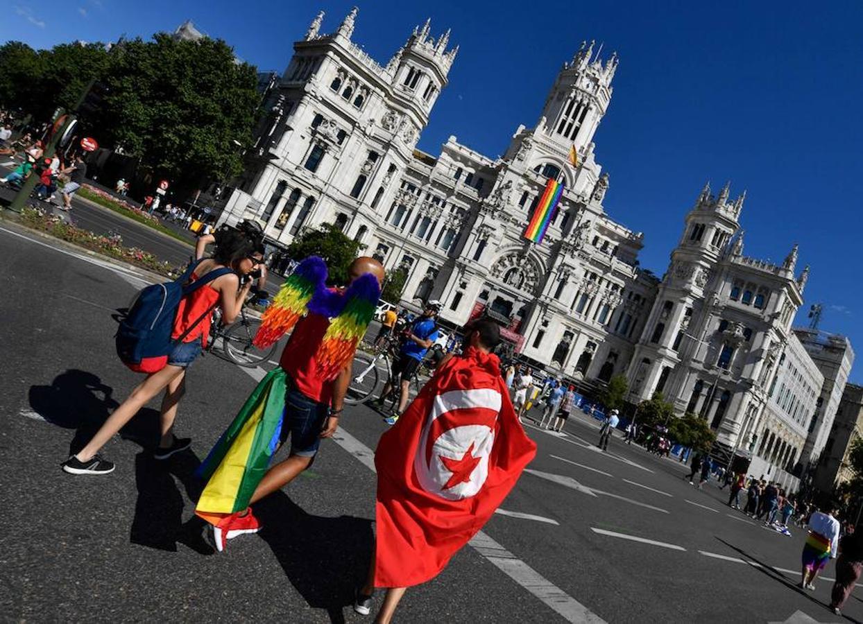 Madrid se inunda hoy con los colores de la bandera del arcoiris para acoger en sus calles la manifestación del World Pride, un macroevento que situará a Madrid como la capital mundial del movimiento LGTBI (lesbianas, gais, transexuales, bisexuales e intersexuales)