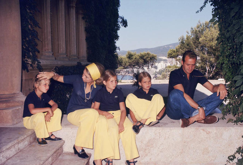 En el año 1975, la Familia al completo