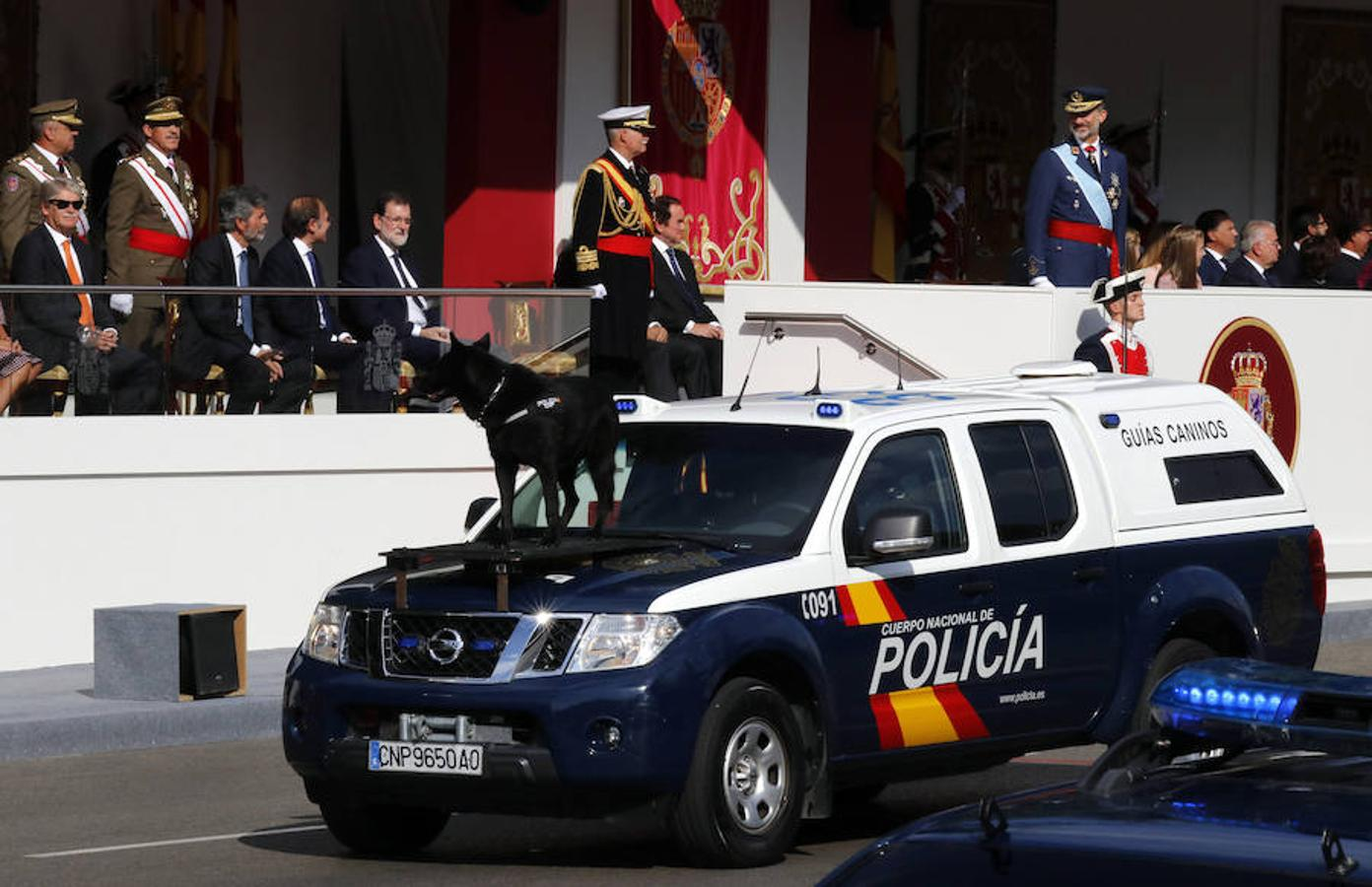 Miembros de la Unidad de Guías Caninos de la Policía Nacional (EFE)