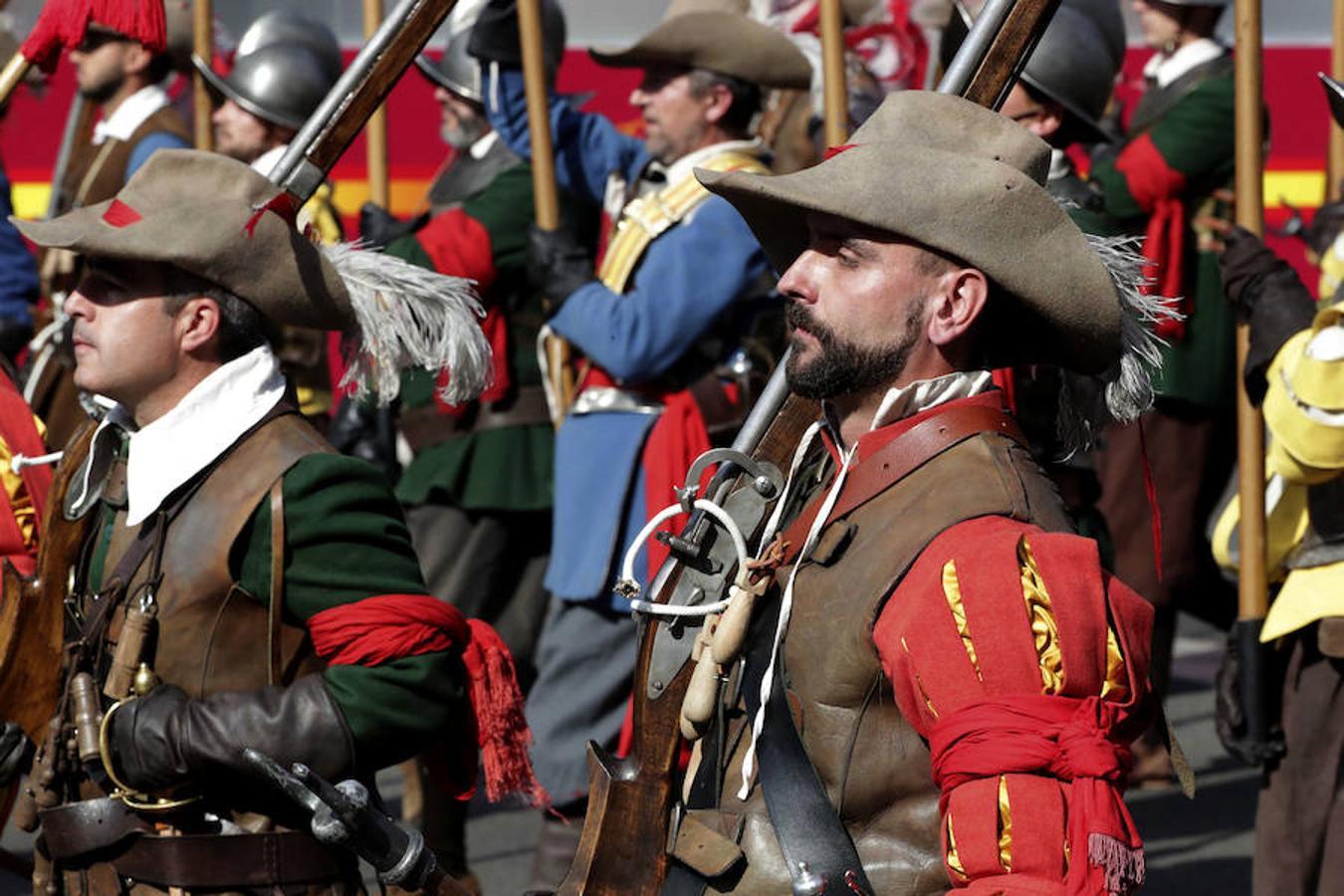 Unidad que representa el llamado Camino Español, corredor de mil km abierto por Los Tercios entre Milán y los Países Bajos, durante el desfile del Día de la Fiesta Nacional (EFE)
