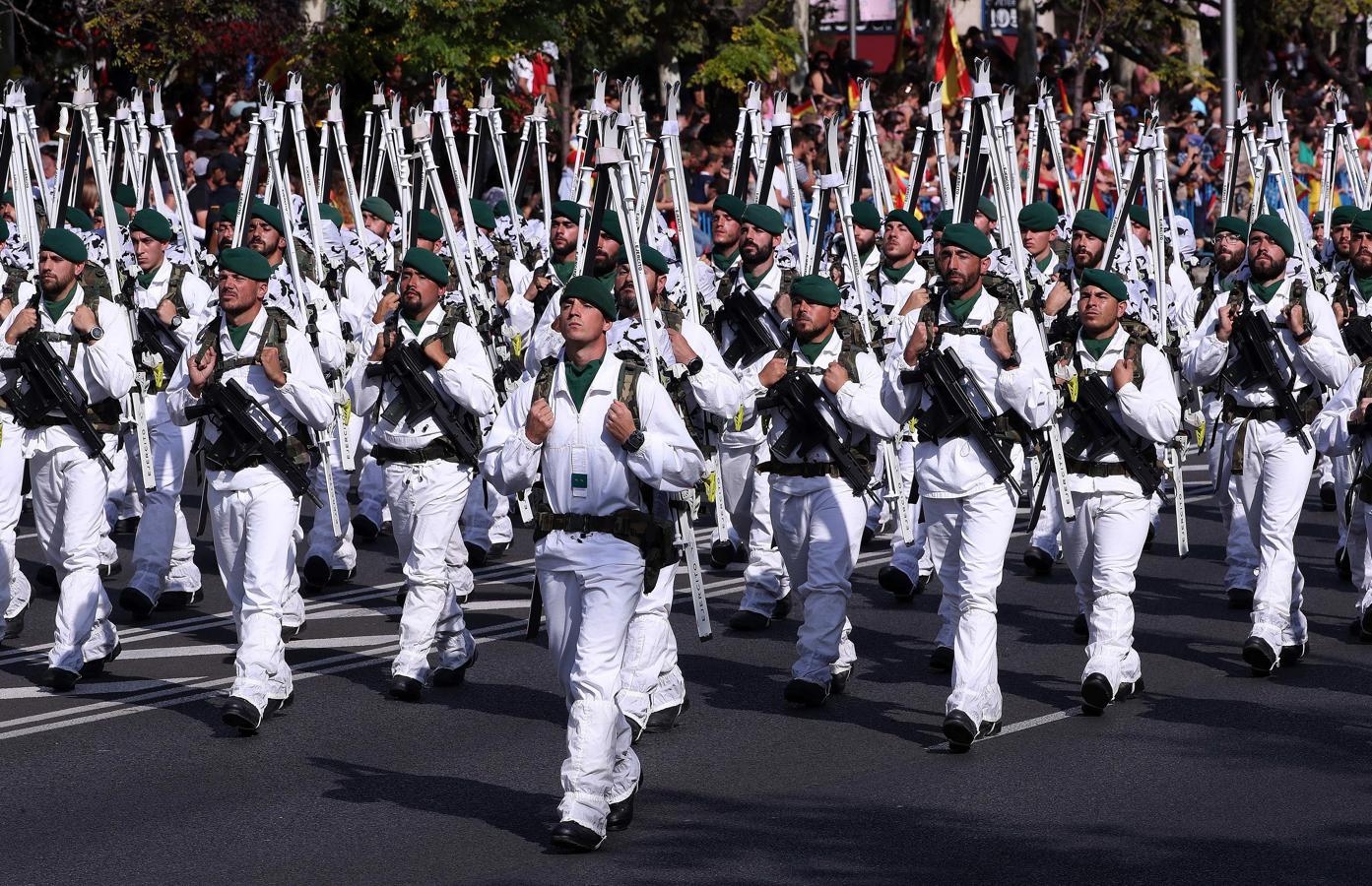Integrantes de la unidad de montaña del Ejército de Tierra, durante el desfile del Día de la Fiesta Nacional (EFE)