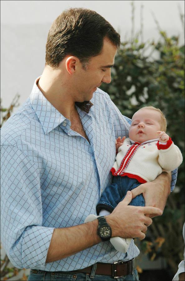 La primogénita de los Reyes nació en Madrid el 31 de octubre de 2005, año y medio antes que la Infanta Sofía, alumbrada el 29 de abril de 2007