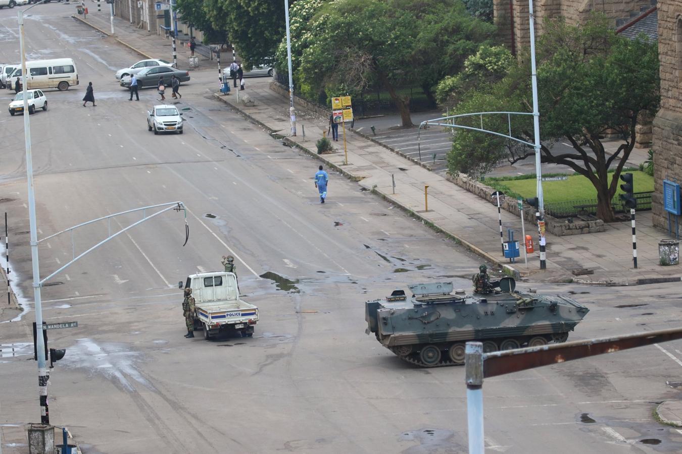 La tensión en Zimbabue empezó a aumentar en la tarde de ayer, después de que varios tanques fueran vistos en dirección