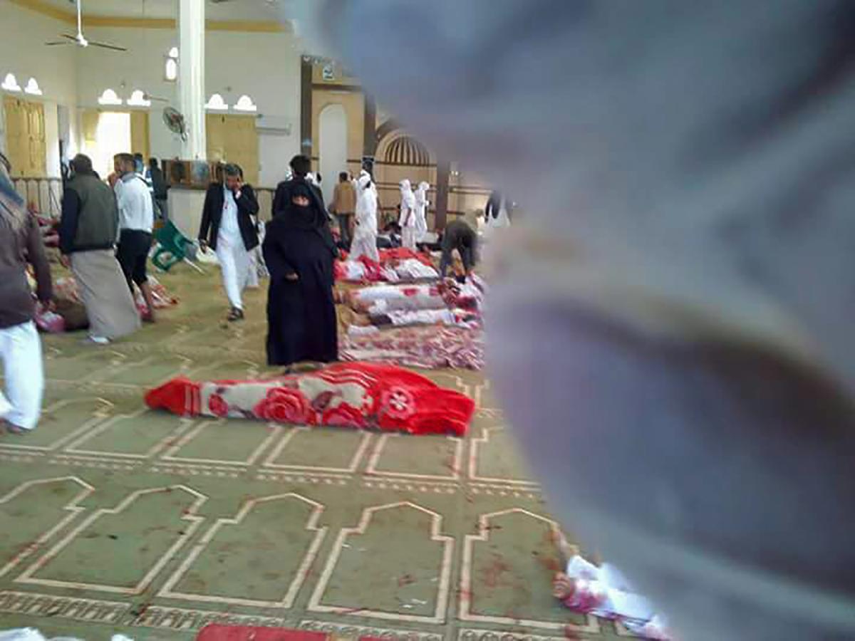 Al menos 235 muertos en un ataque a una mezquita egipcia