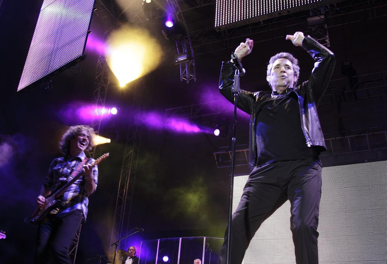 Mike Ríos, «el Rey del Twist», no tenía la belleza deanesca de Hallyday, aunque su discográfica creó su imagen musical inspirándose en el francés. Ríos nunca apareció en una película de Godard, pero su figura como pionero del rock en nuestro país es comparable a la de Johnny.