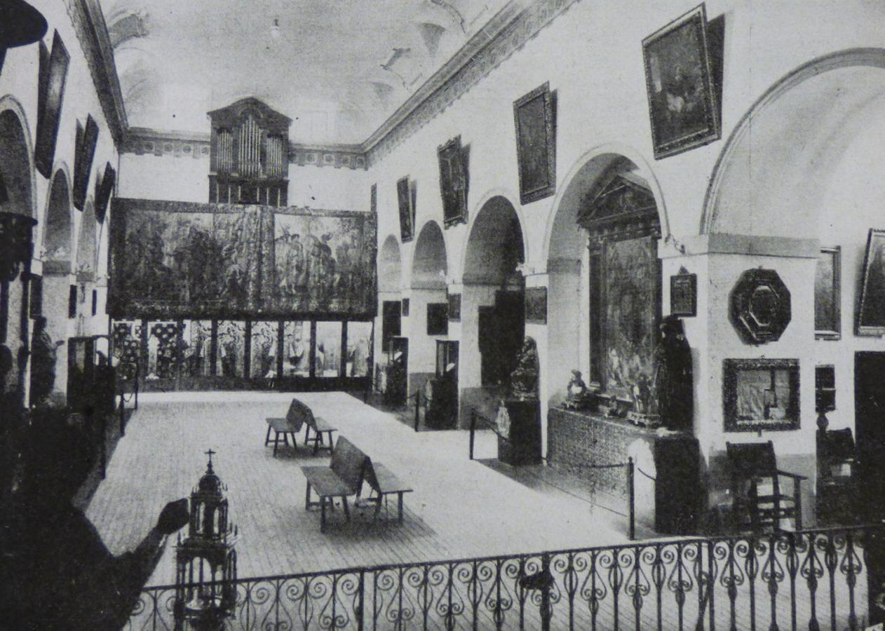 Interior del Museo Parroquial en la iglesia de San Vicente en 1929