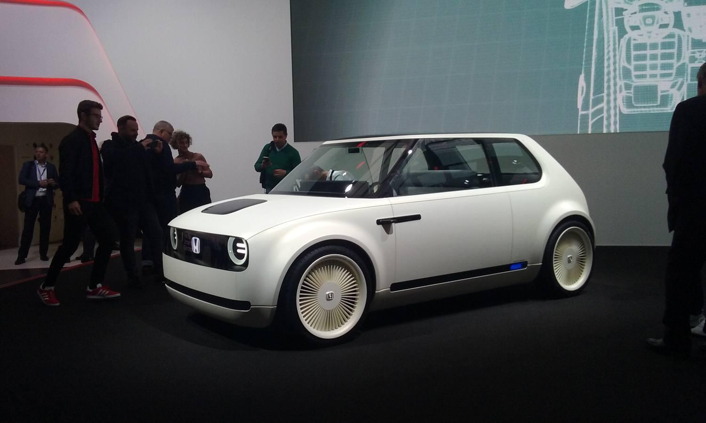 "Honda Urban Concept EV. El primer eléctrico de Honda llegará en 2019, pero en 2018 ya admitirá pedidos de este curioso modelo que de momento vemos como ""concept car"""