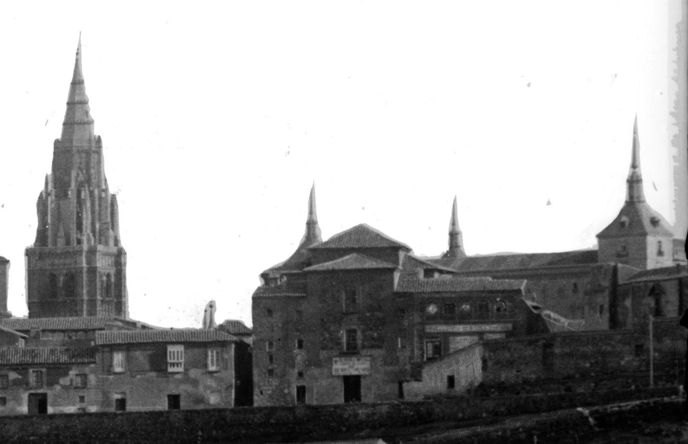 Iglesia de San Cristóbal. Detalle de una vista ampliada de Toledo de J. Thomas ca. 1910. ARCHIVO MUNICIPAL DE TOLEDO