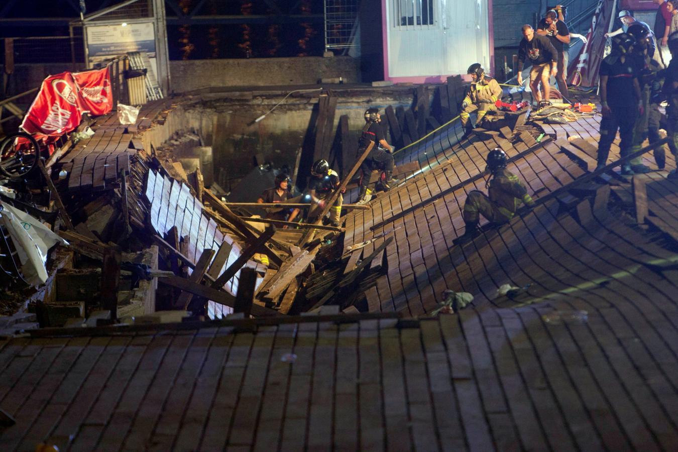 Más de 260 heridos, cinco de ellos graves, como resultado del desplome una plataforma durante un festival de música en Vigo. En la imagen vemos el estado de la pasarela de madera