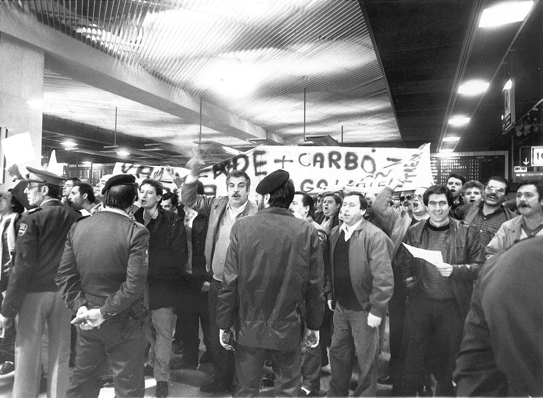 Hace hoy 30 años, la clase trabajadora española logró paralizar el país con una histórica huelga general contra la política económica del gobierno de Felipe González. Fue el 14 de diciembre de 1988, una fecha que sigue marcado un hito en la historia de las organizaciones sindicales