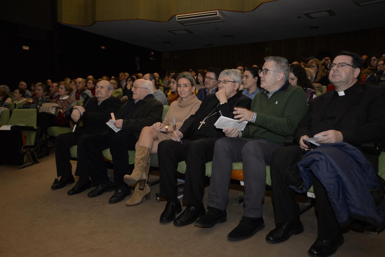 La alcaldesa de Toledo, Milagros Tolón, ha asistido este martes en el salón de actos de Eurocaja Rural al concierto