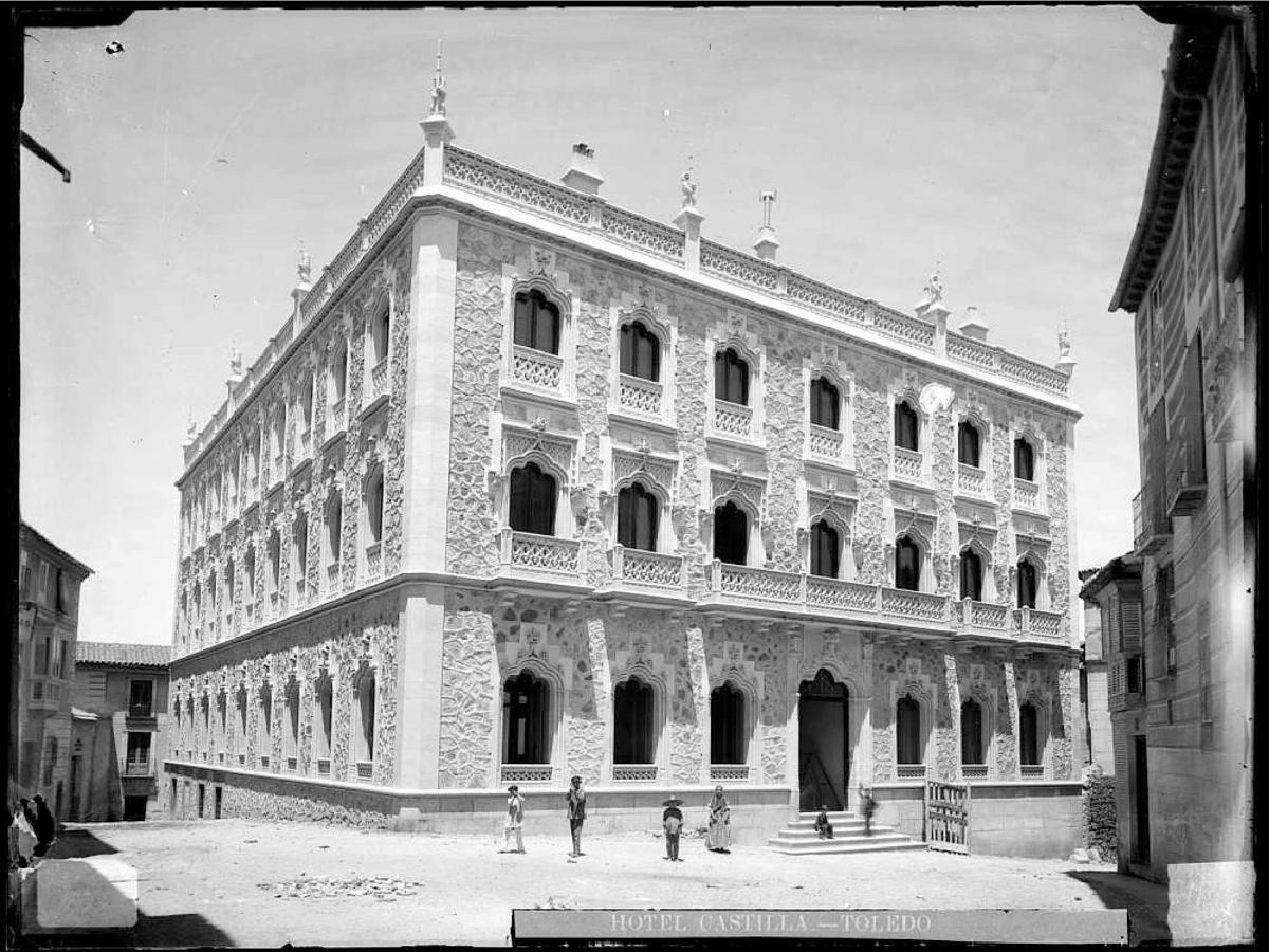 El Hotel Castilla aún en obras. Fotografía de Alguacil. Archivo Municipal de Tole