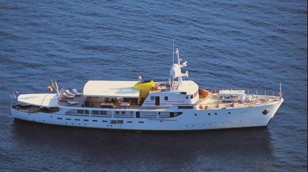 Atraca en Ibiza el yate que perteneció al dictador de Yugoslavia