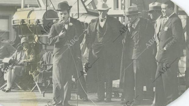 Las fotografías exclusivas que logró Edgar Neville de Charlie Chaplin en pleno rodaje de «Luces de la ciudad»