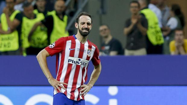 Juanfra, desolado, tras la derrota en la final de Milán ante el Real Madrid