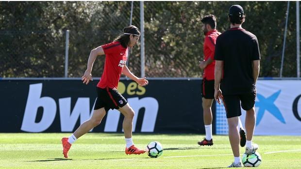 Filipe Luis, en un emtrenamiento con el Atlético de Madrid