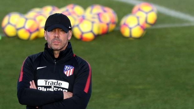 Simeone, en el entrenamiento de este viernes con el Atlético de Madrid
