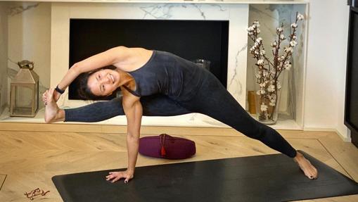 Covid 19 Como Hacer Yoga En Casa Referentes Yoguis Que Te Ayudaran