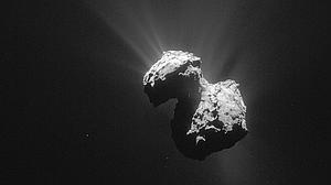 Fotografía facilitada por ESA (Agencia Espacial Europea) de una imagen del cometa 67P/Churyumov-Gerasimenko tomada el 7 de julio de 2015 por la sonda europea Rosetta desde una distancia de 154 kilómetros, según publica hoy la revista «Nature»