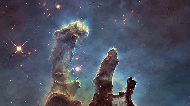 Los Pilares de la Creación, uno de los «semilleros de estrellas» más bellos descubiertos hasta ahora, en una histórica imagen del telescopio espacial Hubble