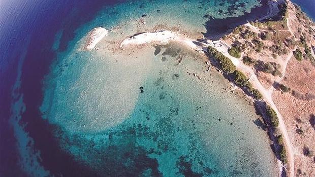 La excelente conservación del peurto de la antigua ciudad de Kane es la que ha permitido reconocer la localización de esta isla