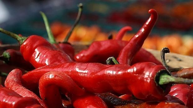 La comida picante produce ardor en la boca, pero en su justa dosis es placentera porque activa la liberación de endorfinas