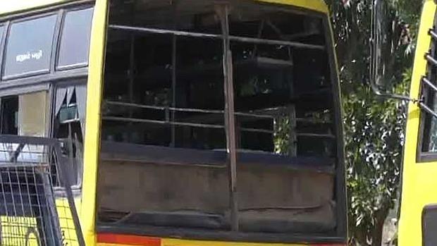 La explosión reventó los cristales de varios autobuses aparcados en las cercanías