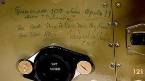 Inscripción conmemorativa hecha por el piloto de la nave, Michel Collins