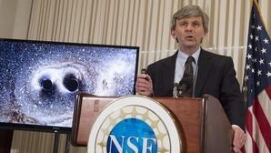 Reitze, director del laboratorio LIGO, en el momento de anunciar la primera observación directa de ondas gravitacionales