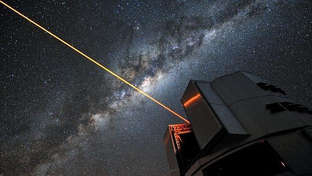 Resultado de imagen de Steven Hawking idea lanzar sondas microscópicas interestelares?