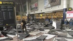 El interior del aeropuerto de Bruselas, tras la doble explosión