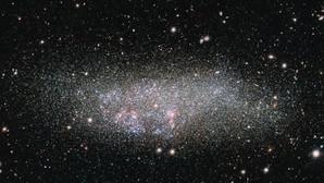 La galaxia solitaria que guarda los secretos del Cosmos