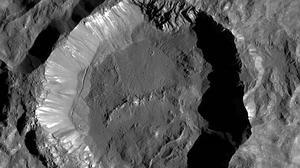 En busca del origen del Sistema Solar en las heridas de Ceres, el planeta enano