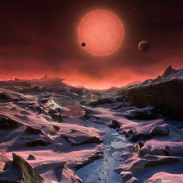 La ilustración muestra cómo serían las vistas de la estrella Trappist-1 desde uno de los tres planetas que forman su sistema