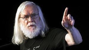 John Ellis: «Hay aún muchos misterios ligados al bosón de Higgs»