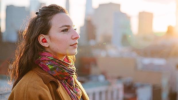 El revolucionario audífono que traduce cualquier idioma al instante