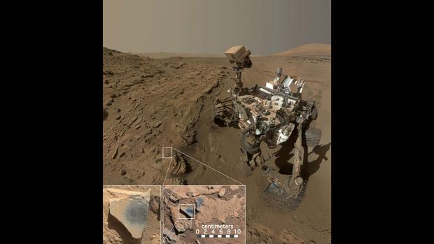 El Curiosity en el sitio «Windjana», donde encontró rocas que contienen minerales de óxido de manganeso, que requieren abundante agua y condiciones fuertemente oxidantes para formarse