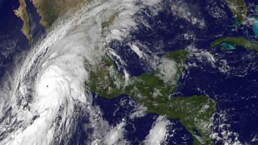 El poderosísimo huracán Patricia perdió fuerza al llegar a tierra