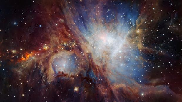 En el centro de la nebulosa las estrellas pueden ser hasta 30 veces más masivas y 200.000 veces más luminosas que el Sol